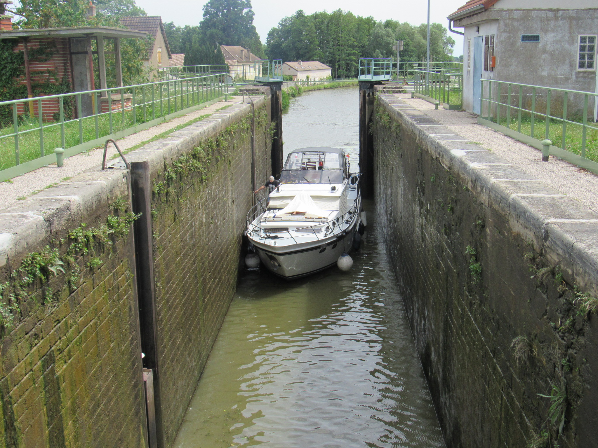 Locking up on Canal du Centre