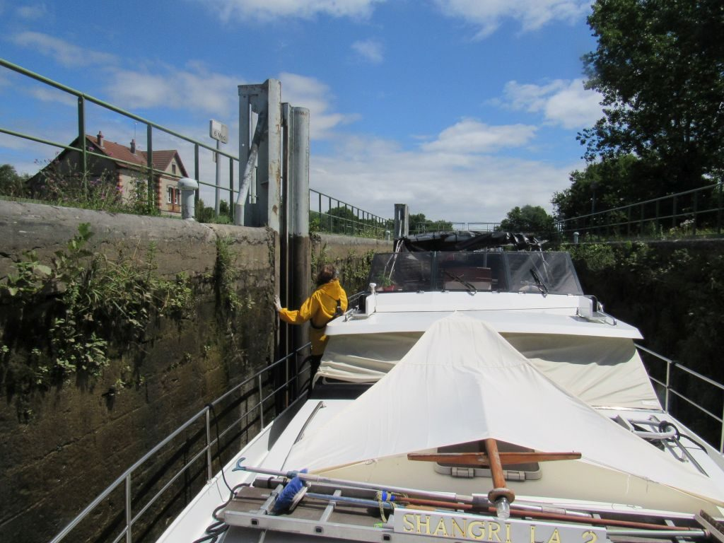 Lock with floating bollards