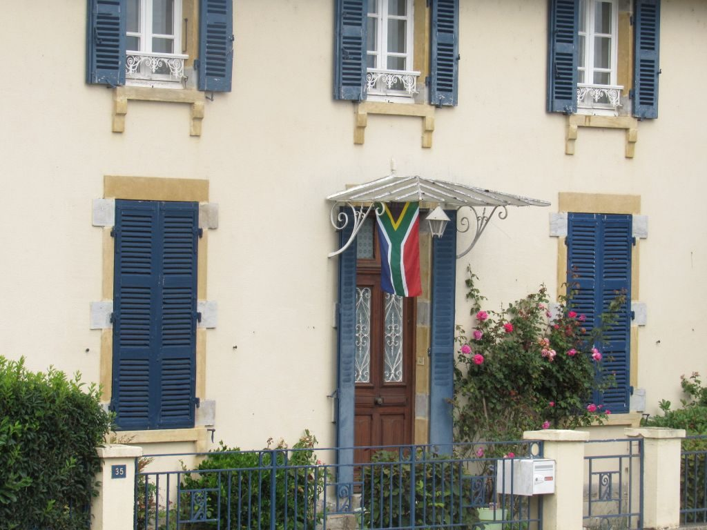 Saffer flag on Canal du Centre