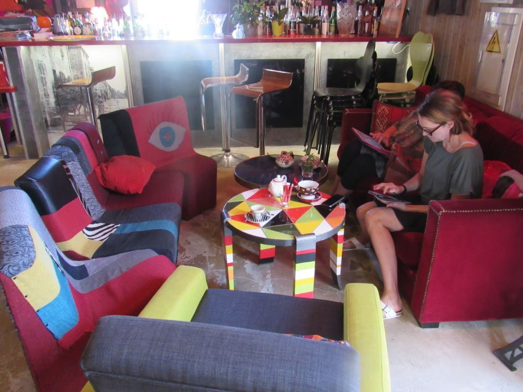 Genelard - Funky hotel with wifi
