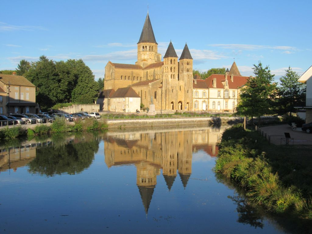 Architecte Paray Le Monial cathedral in paray le monial - waterway wanderer