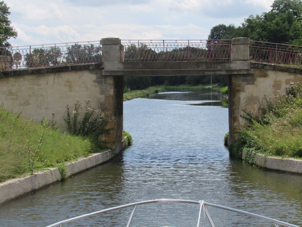 Canal Digoin a Roanne low bridge