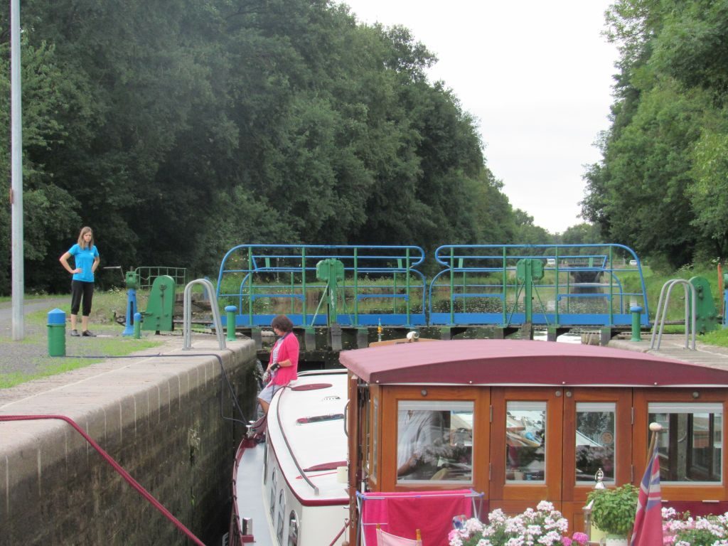 Locking up on Canal de Roanne a Digoin