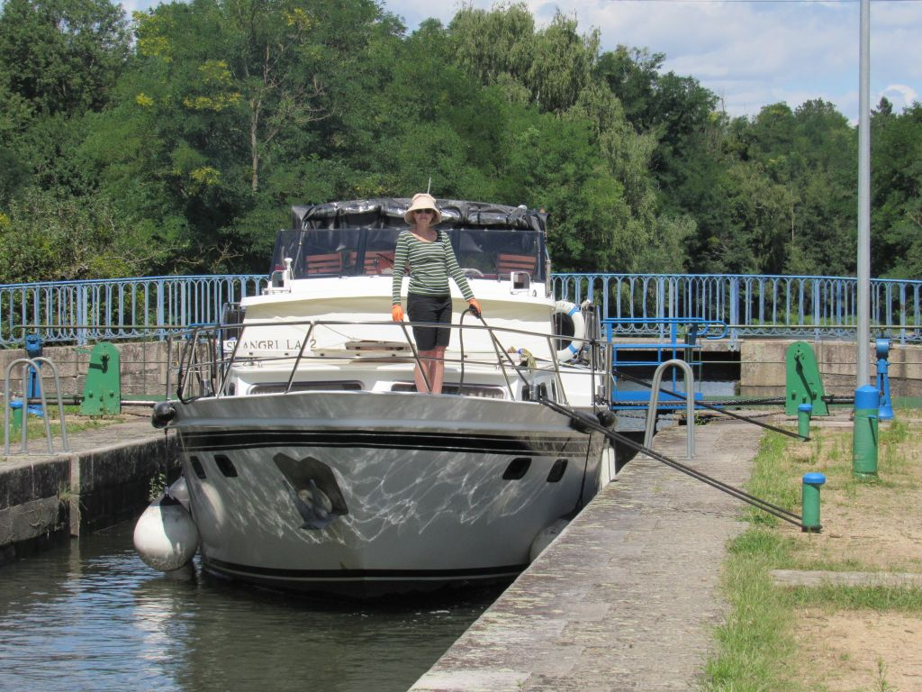 Locking up on the Canal de Roanne a Digoin
