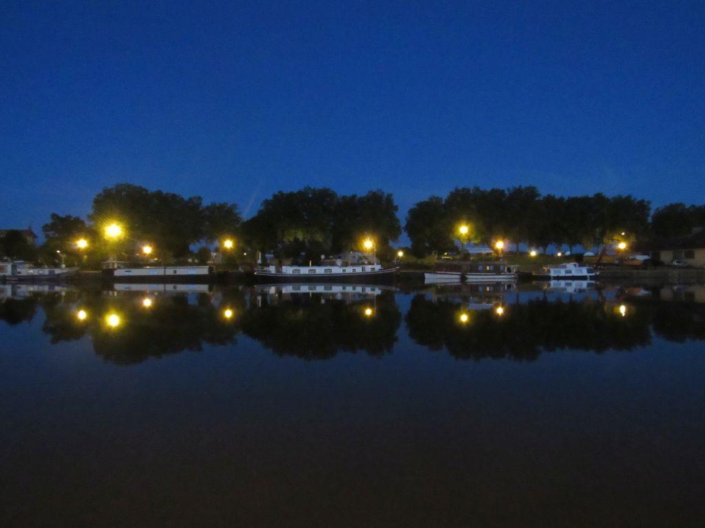 Roanne marina by night