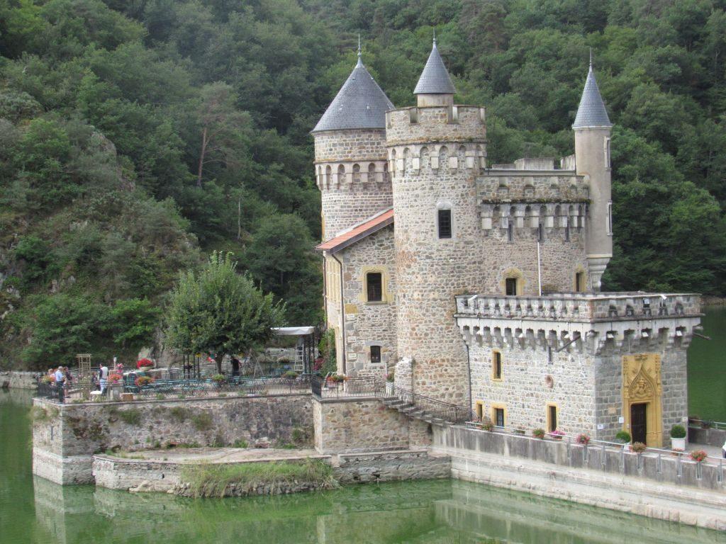 Chateau le Roche
