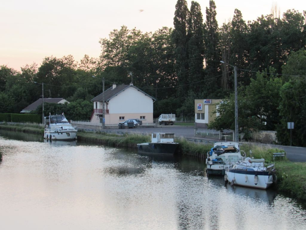 Moored to the road at Blanzy