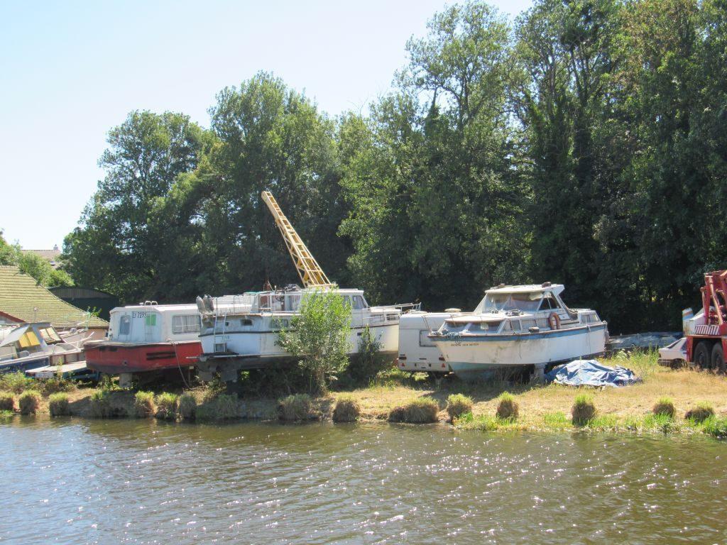 Montchanin marina - boat dump!