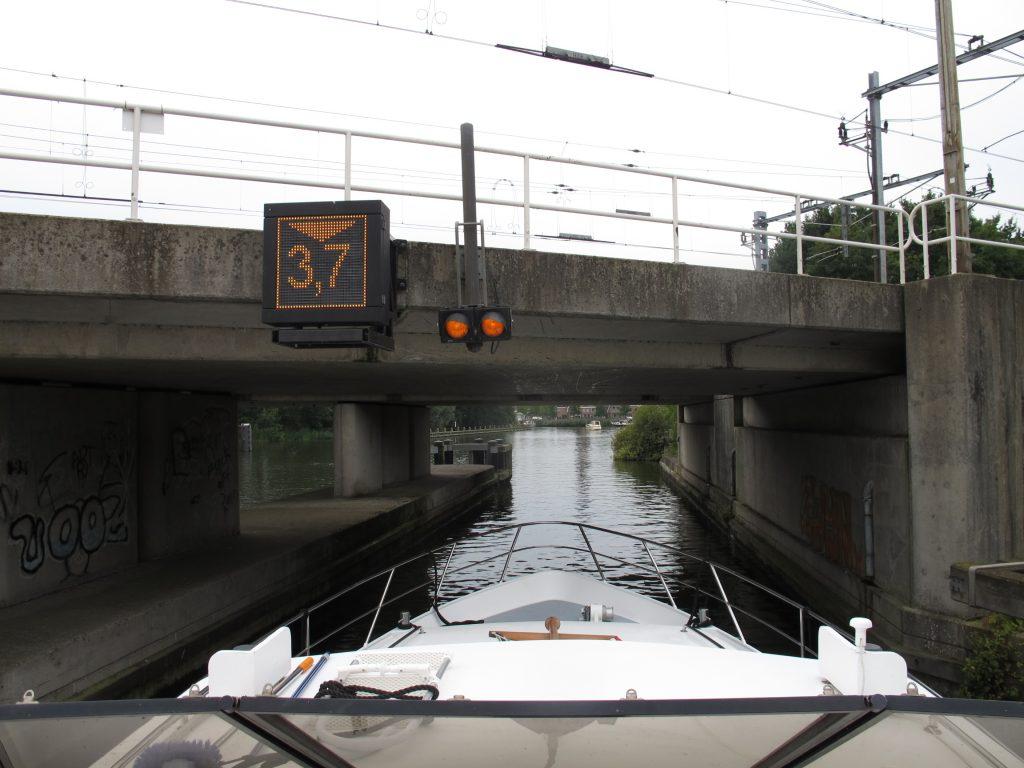 Very low fixed railway bridge near Weesp